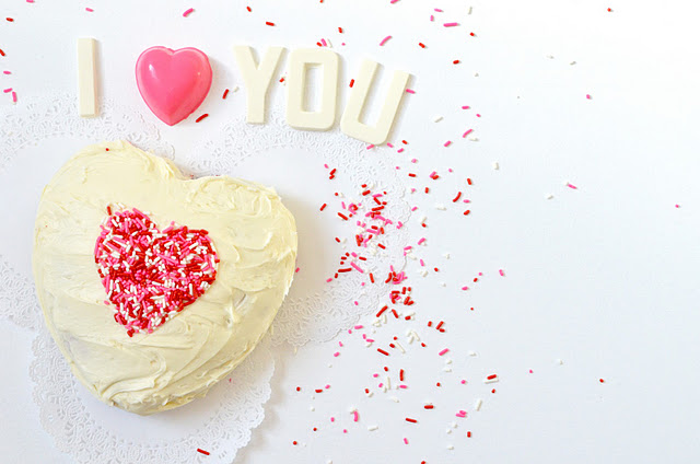 Valentine's Day heart cake candy letters I love you sprinkles Parsimonia