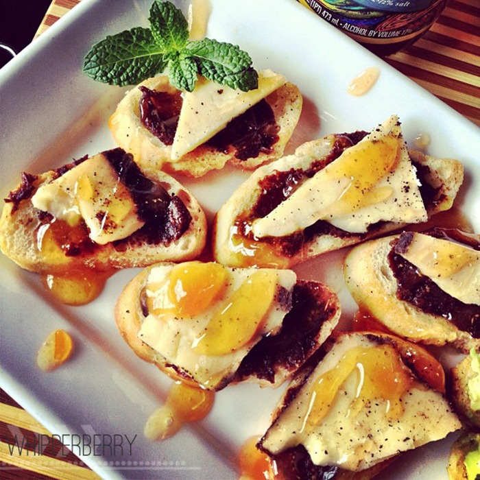 Drunken Fig Crostini with Apricot Drizzel