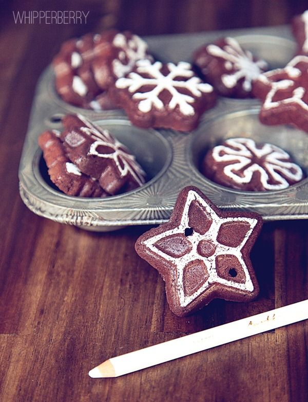 Chalk on your cinnamon apple sauce ornaments to look like icing