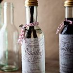 {Holiday Neighbor Gift} Homemade Vanilla Extract
