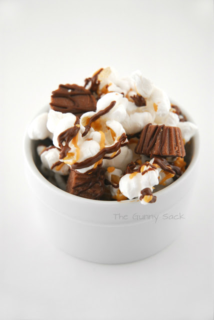 Chocolate_Peanut_Butter_Cup_Popcorn_Bowl