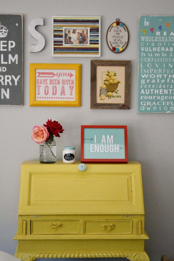 Friday Flair Link Party // Gallery Wall Edition