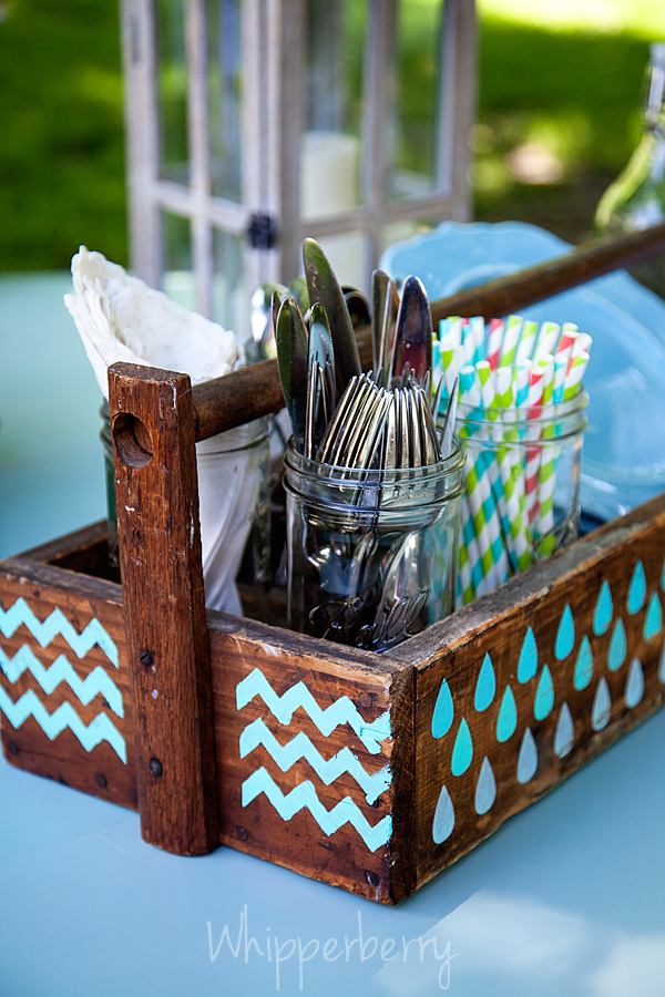 dressed-up picnic caddy from whipperberry