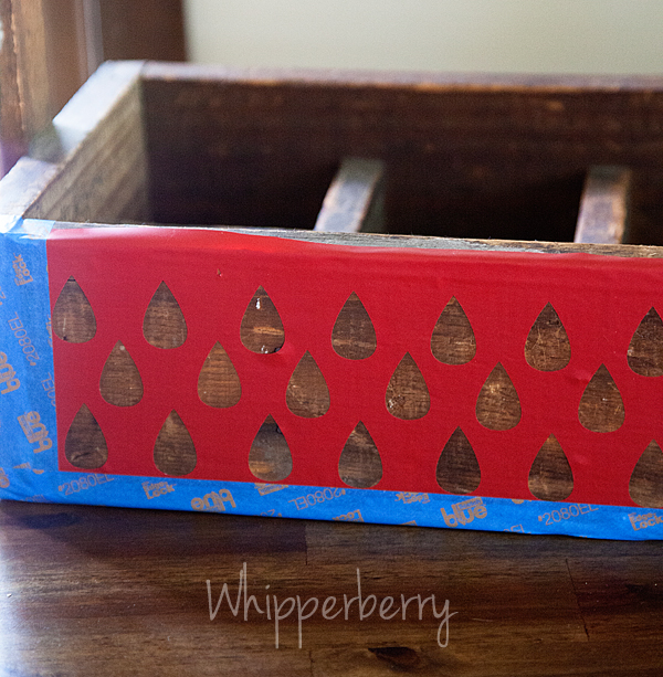use a vinyl stencil to create your pattern for the picnic caddy