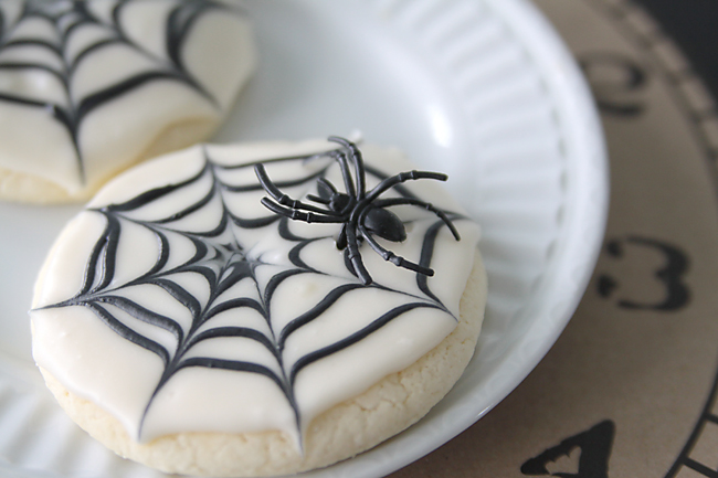 spiderweb-cookies-halloween-recipe-craft-fun