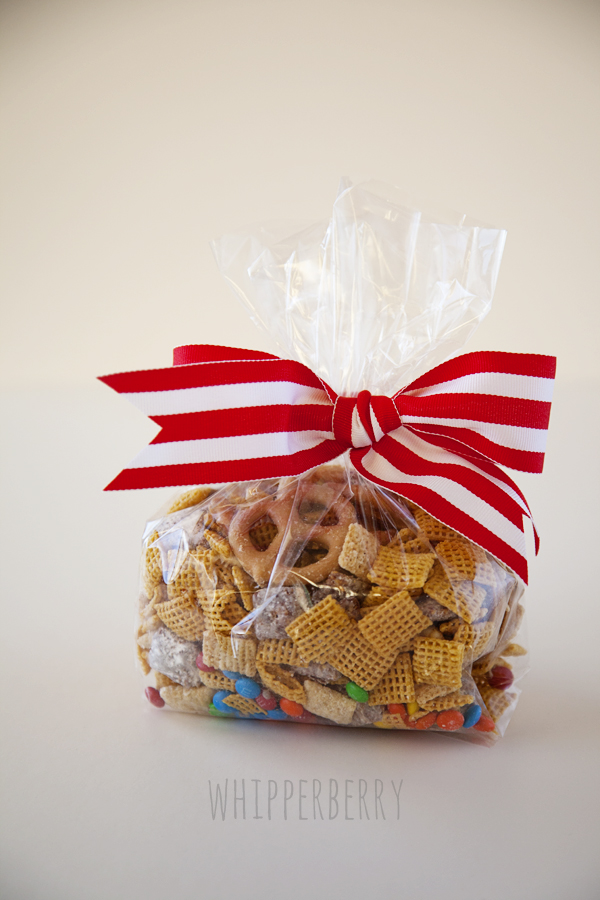 Minty Muddy Chex Party Mix // A Fun Holiday Goodie