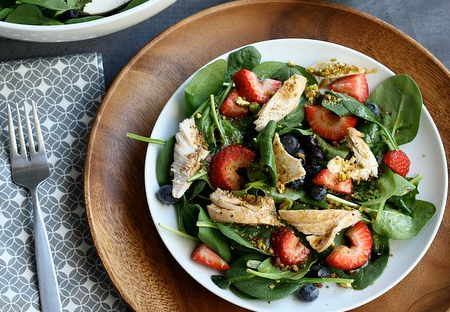 Pistachio-Chicken-Spinach-Salad-with-honey-balsamic-dressing-via-designdininganddiapers.com_