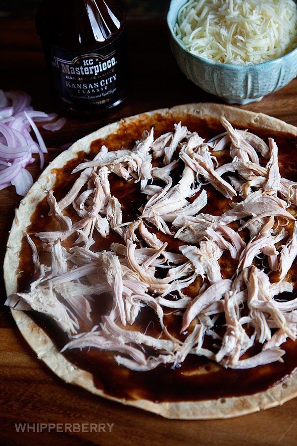 5-Ingredient-BBQ-Chicken-Pizza-from-#whipperberry-3