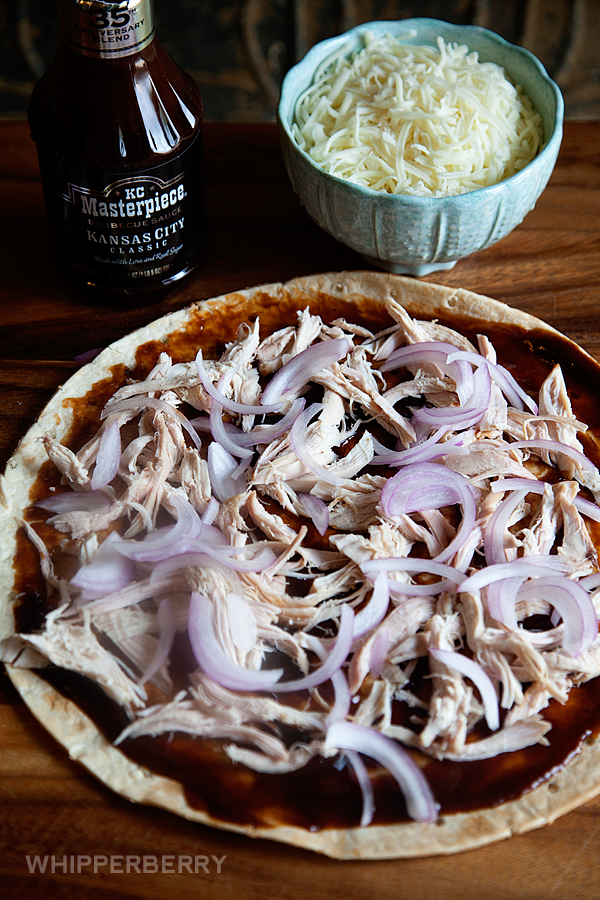 5-Ingredient-BBQ-Chicken-Pizza-from-#whipperberry-4