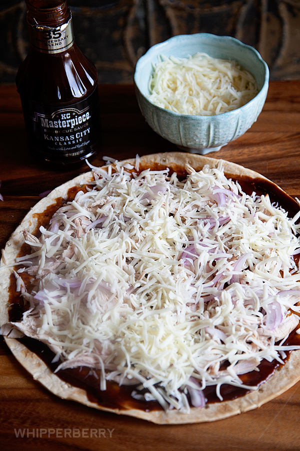 5-Ingredient-BBQ-Chicken-Pizza-from-#whipperberry-5
