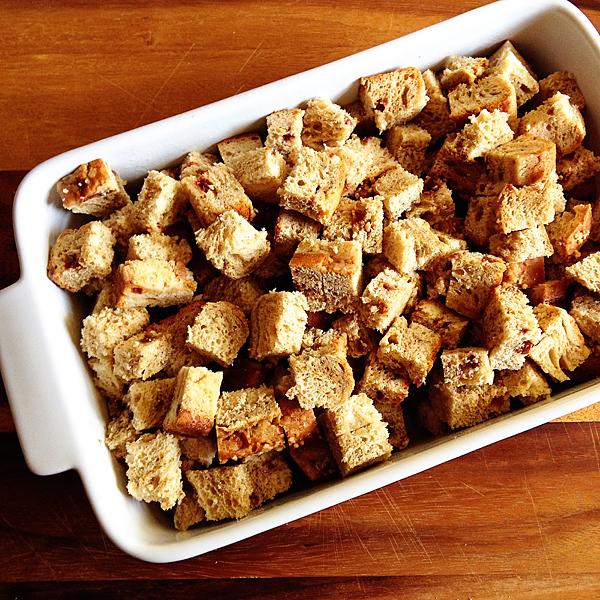 Cut-bread-into-cubes