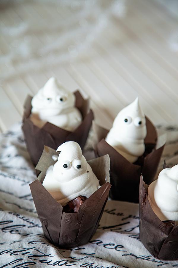 Brownies-Ghost-with-Pillsbury-Brownies-4