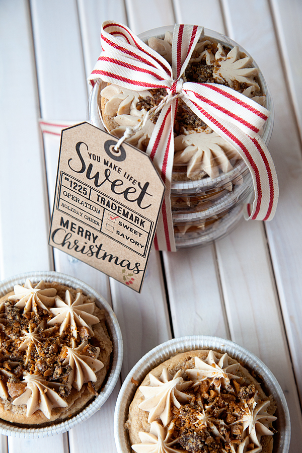 English Toffee Cinnamon Bun Sweet Cake + Easy Neighbor Gift