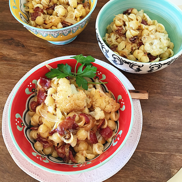 Roasted-cauliflower-and-bacon-mac-and-cheese