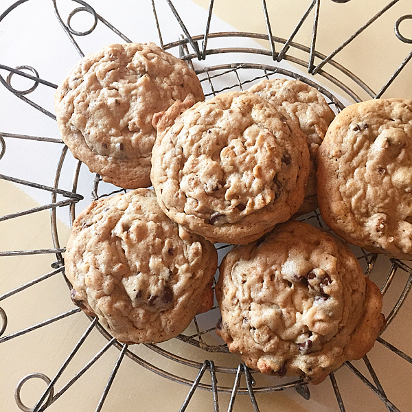 chocolate-chip-cookies-with-Melt-Organic-whipperberry
