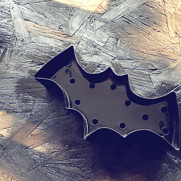 spray-paint-your-Heidi-Swapp-Marquee-Bats