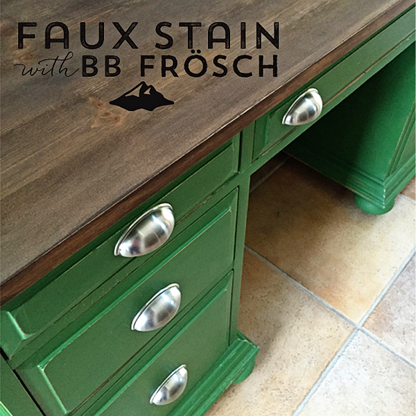 BB-Frösch-Faux-Stained-and-Green-Desk