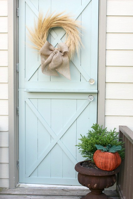 Fall-Decorating-Front-Door