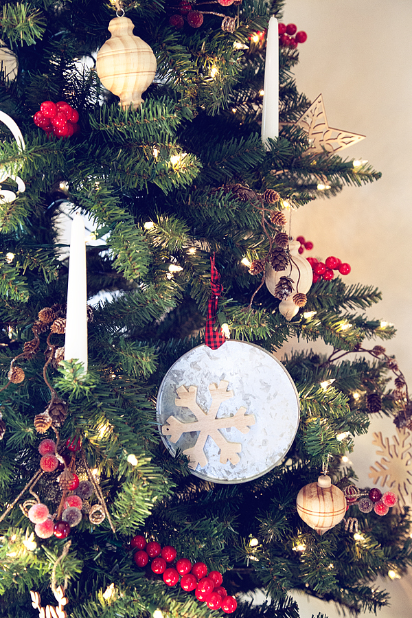 Classic-Christmas-Tree-from--WhipperBerry-11