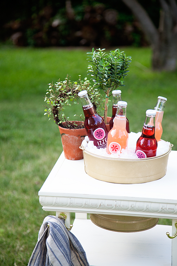 Doing some summer entertaining, this DIY Drink Station will be perfect!