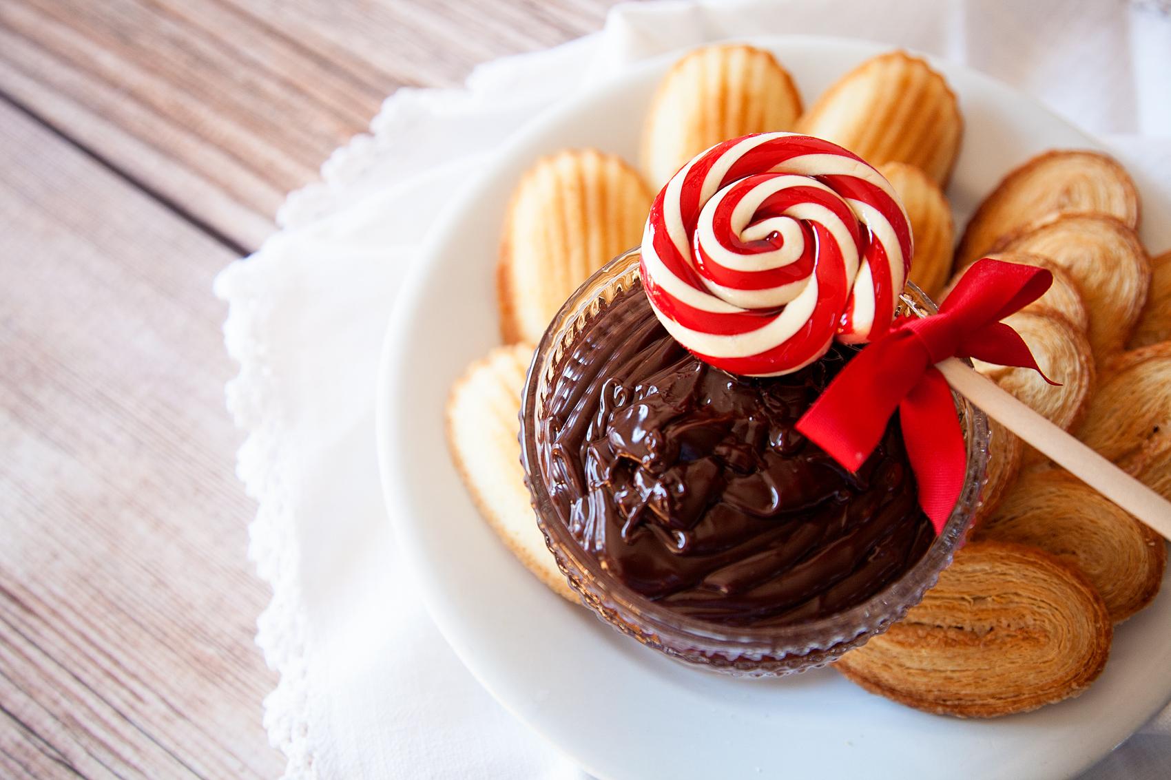 Peppermint Chocolate Ganache Dip Recipe • Whipperberry
