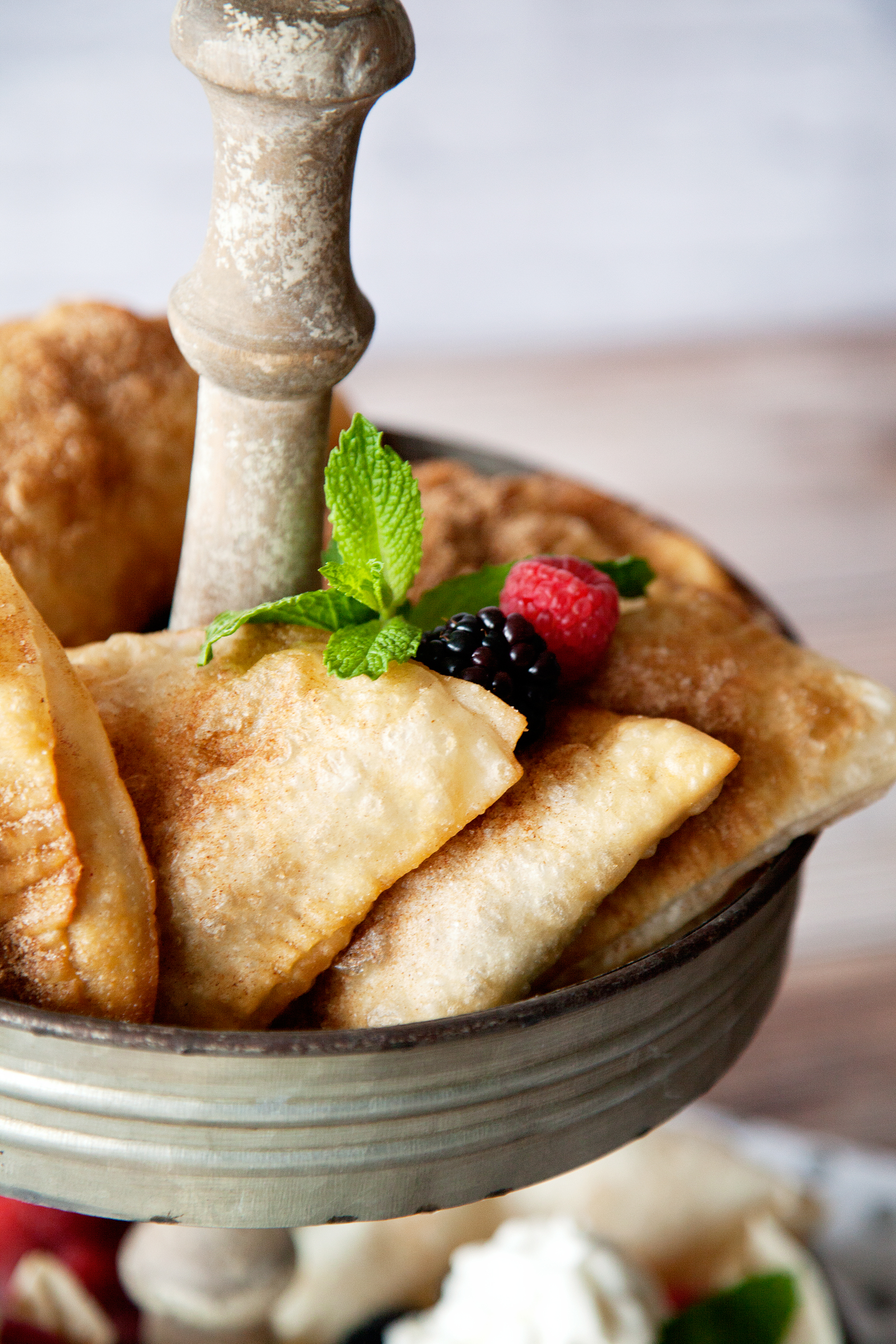 Find yourself looking for some easy dessert options? Did you know that you can find uncooked tortillas at Costco from TortillaLand®? You CAN, and you can create all kinds of fabulous tortilla desserts with them! Come learn all about the Baked Tortilla Sundae Bowl & Easy Berry Hand Pies...