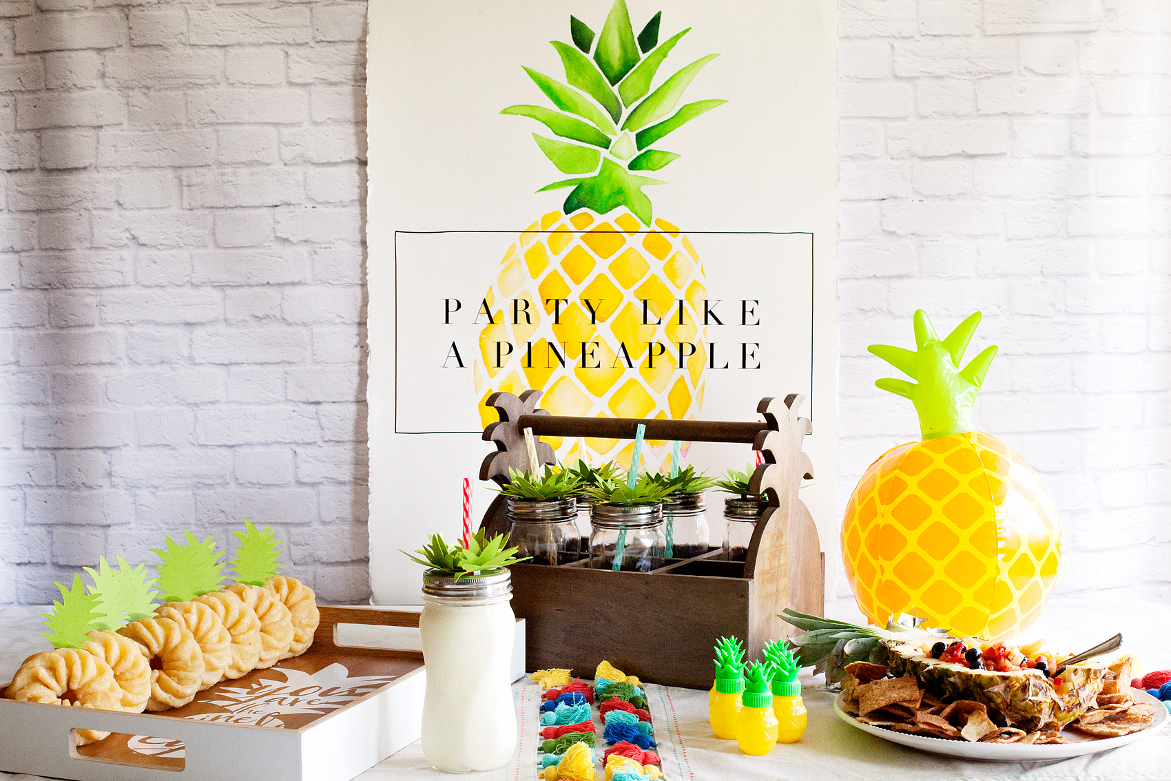 Who doesn't love a whimsical and tasty party? This Pineapple Party is perfect for all ages. Come on over to WhipperBerry to learn how to recreate this EASY party!
