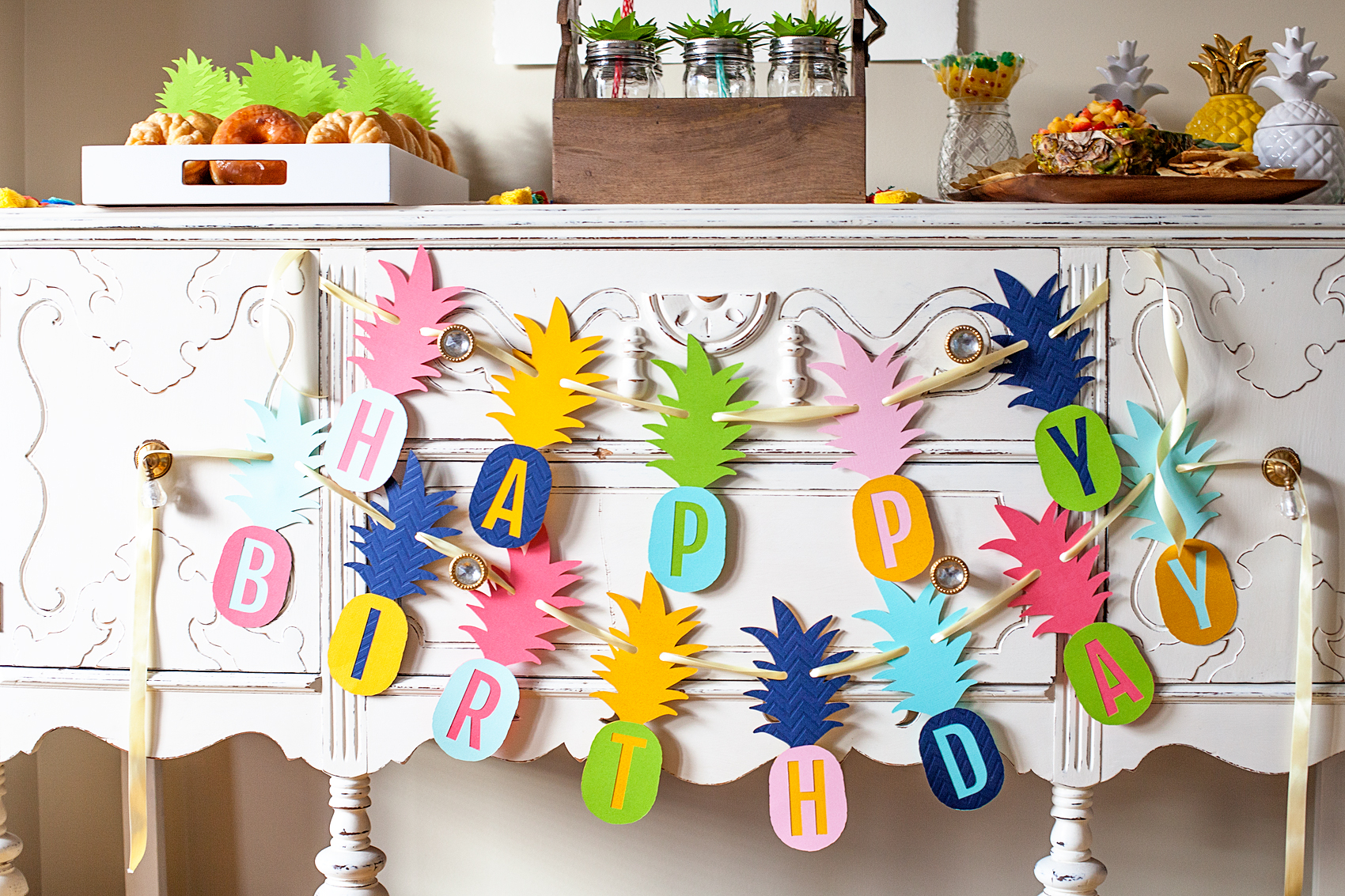 Who doesn't love a whimsical and tasty party? This Pineapple Party Banner is perfect for all ages. Come on over to WhipperBerry to learn how to recreate this EASY party!