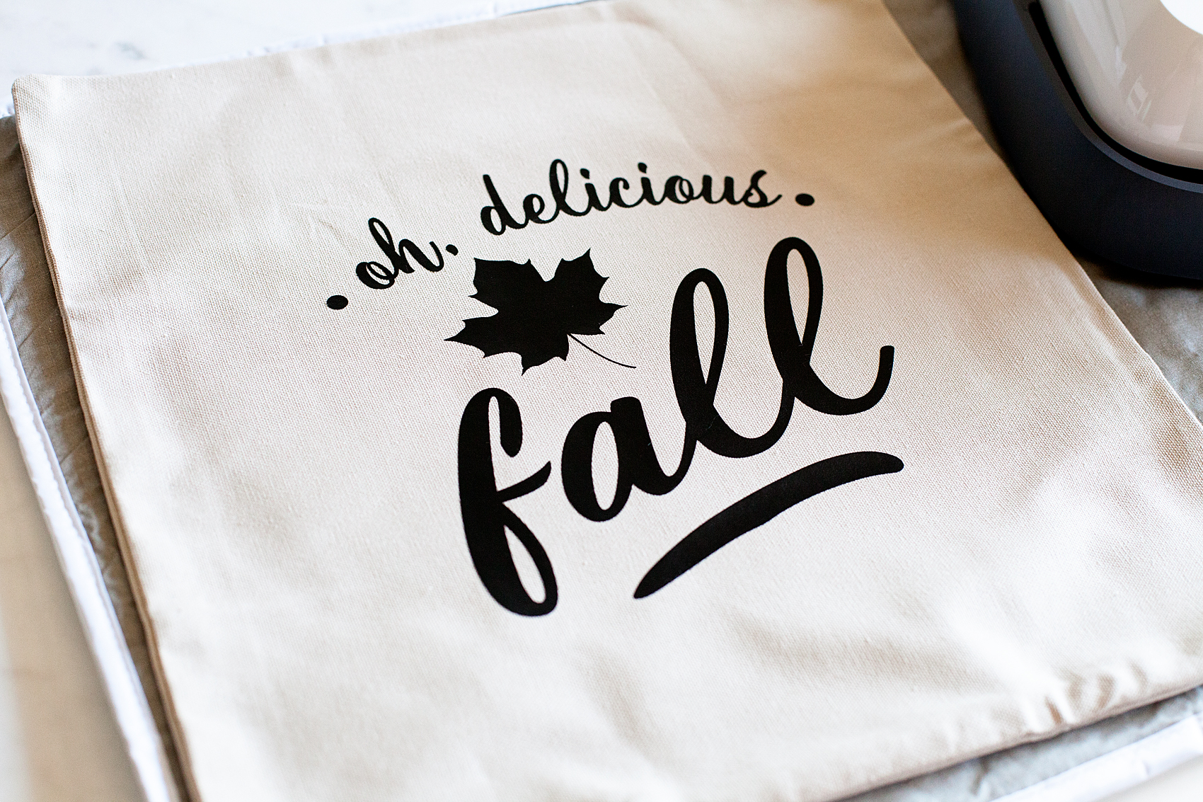Oh,-Delicious-Fall-Pillow-Cricut-Maker-Cricut-Easy-Press-WhipperBerry-20