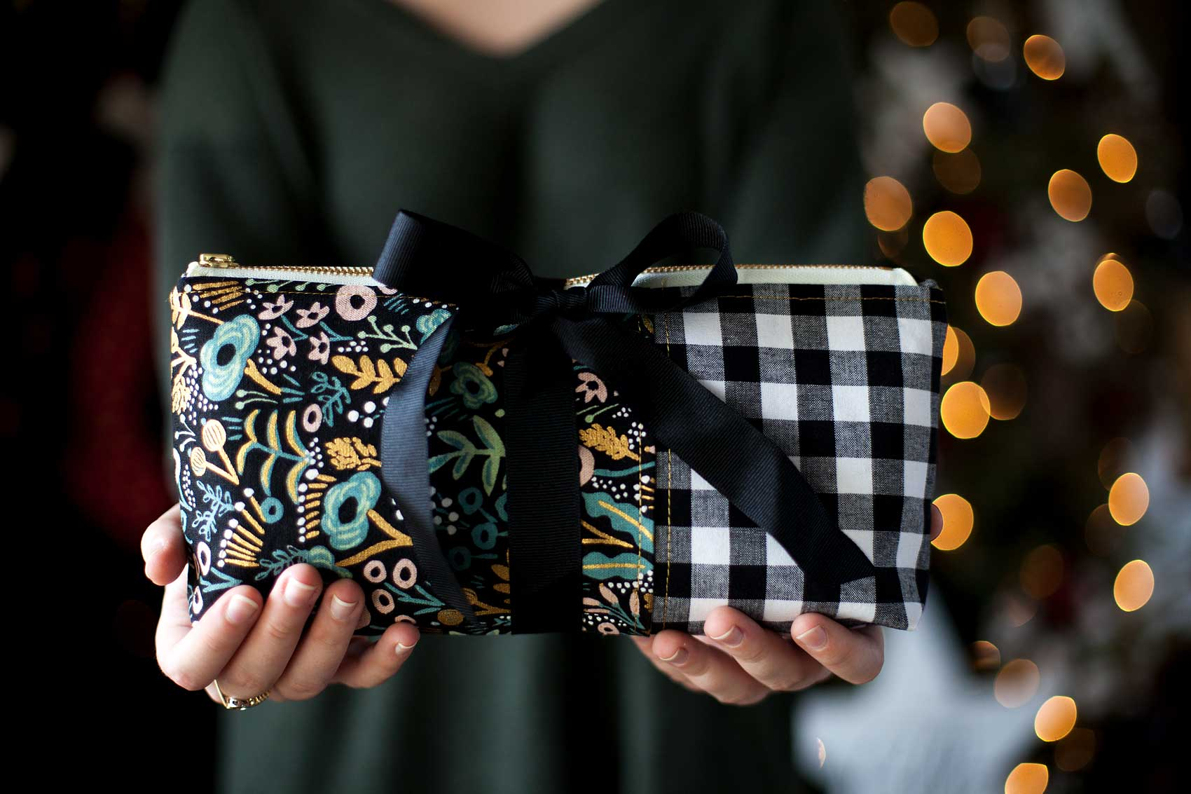 Everyone loves thoughtful homemade gifts and this stylish zipper pouch is the perfect gift to whip-up in a fews hours to give as a fabulous Christmas gift this year + you can take the guess work out of cutting the pattern with the Cricut Maker! Come on over and learn how to make one of your own on WhipperBerry.