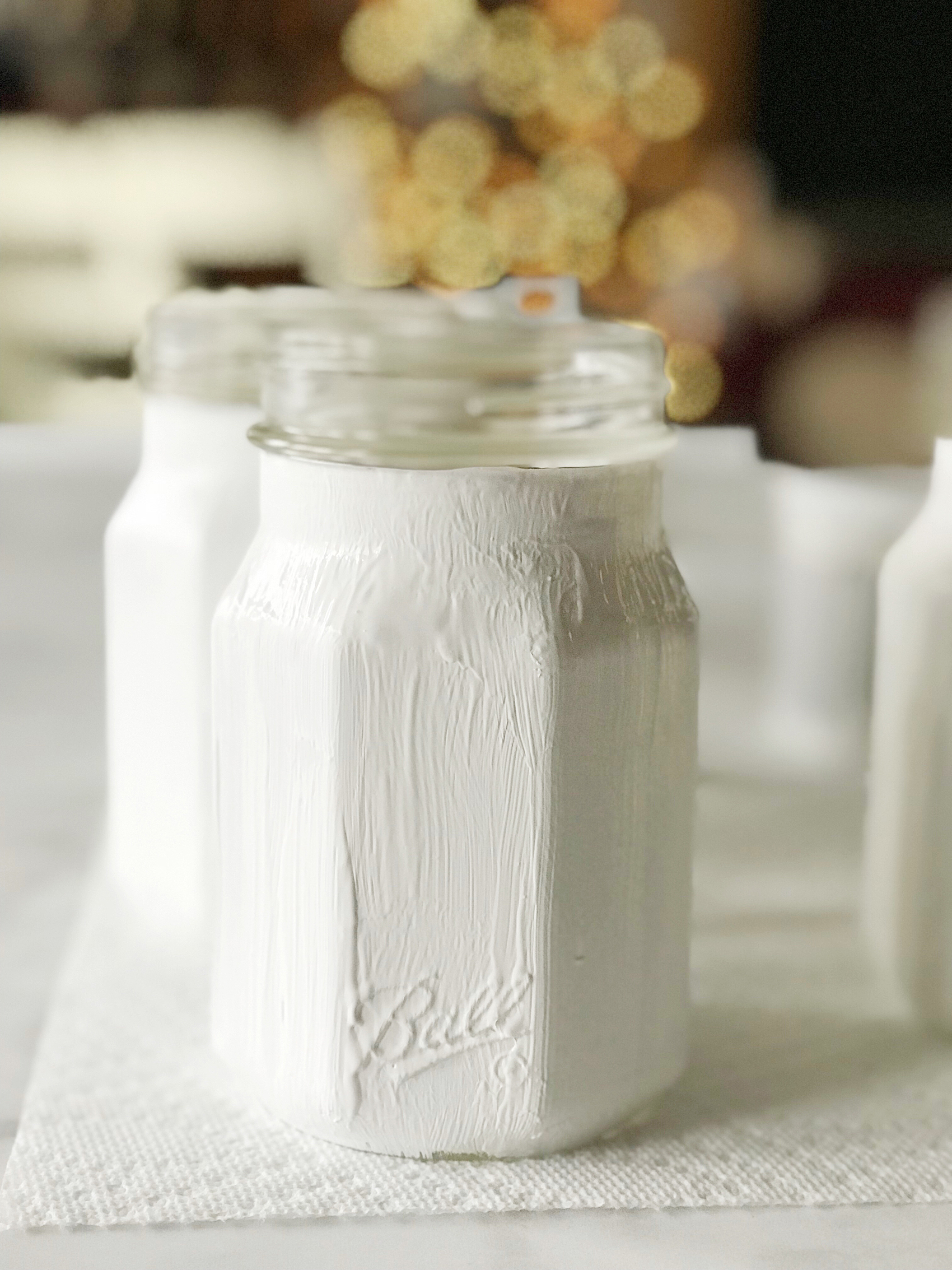 Love the Buffalo Check trend? Yep, me too! I thought it would be fun to use some of the Ball® Giving Jars to create some Buffalo Check Jars to use as gifts this Holiday Season. Here's how you can make some of your own.